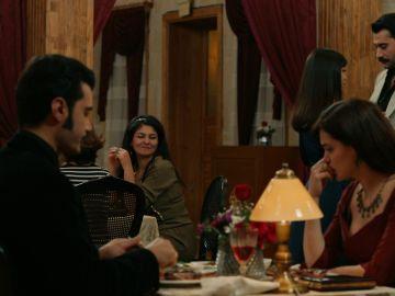 La historia de amor entre Yilmaz y Müjgan avanza ante los ojos de Züleyha