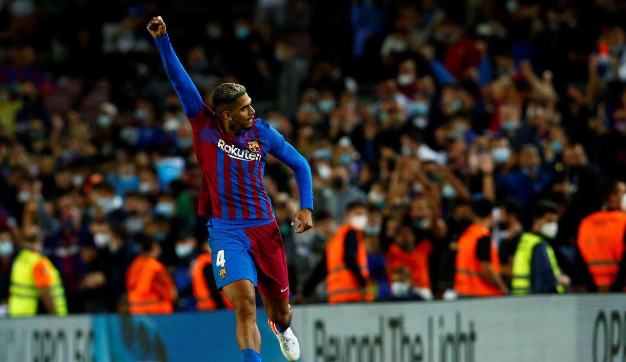 Araújo rescata un punto en Liga para el Barcelona contra el Granada en el Camp Nou