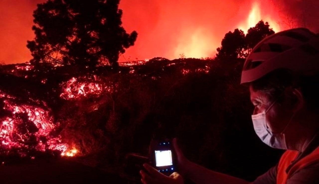 La desesperación de los vecinos que ven como la lava se traga sus casas