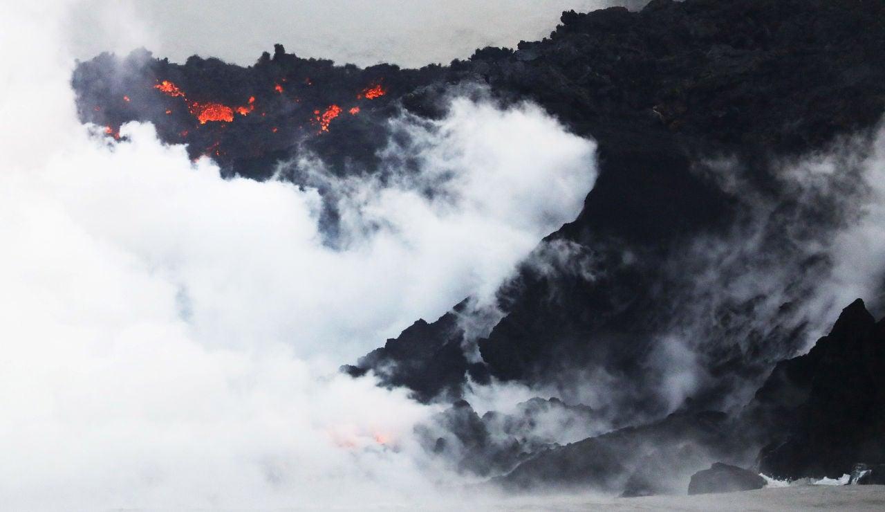 La lava del volcán de La Palma al llegar al mar