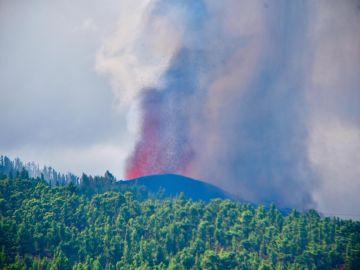 """Más de 500 efectivos trabajan con """"impotencia"""" ante el volcán de LaPalma"""