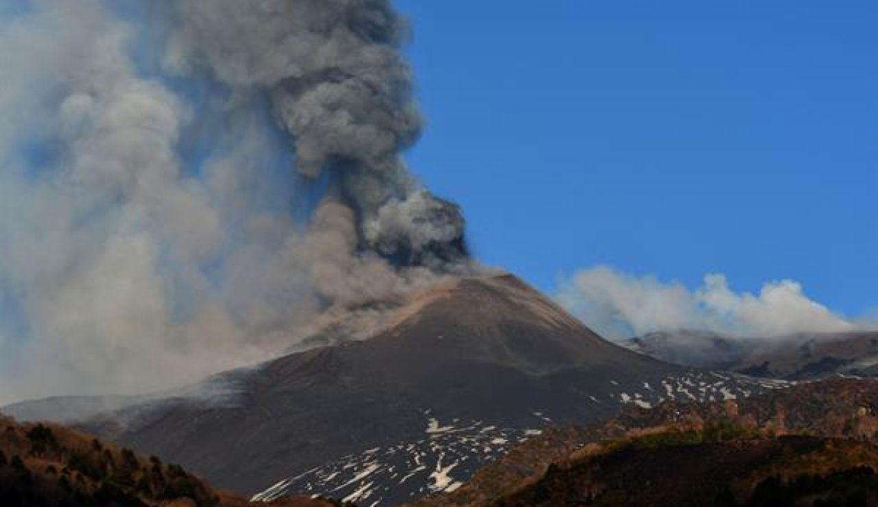 Entra en erupción el volcán Etna