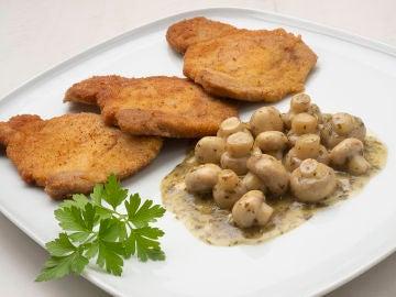 ¡La receta perfecta para principiantes! Lomo empanado con champiñones en salsa