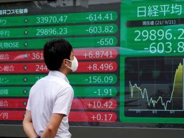 El temor a que una posible quiebra del gigante chino Evergrande se convierta en un nuevo Lehman Brothers arrastra a los mercados