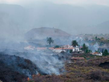La lava del volcán se desplaza hacia Todoque, Los Llanos