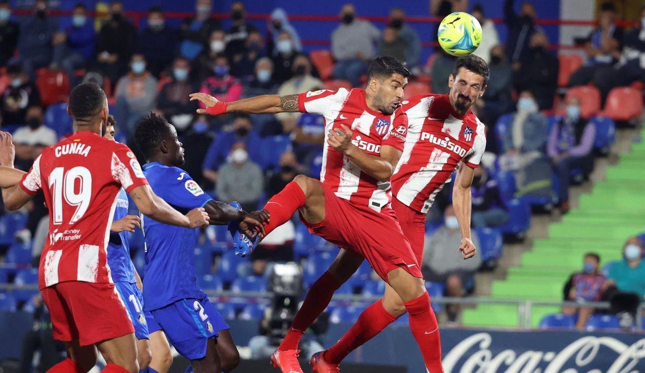 Luis Suárez rescata al Atlético de Madrid en el descuento para remontar en Getafe