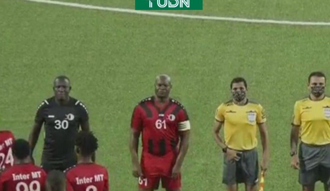 Ronnie Brunswijk, vicepresidente de Surinam, debuta como futbolista profesional con 60 años: