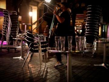 Reabre el ocio nocturno en Cataluña en exteriores, aunque sigue prohibido el baile