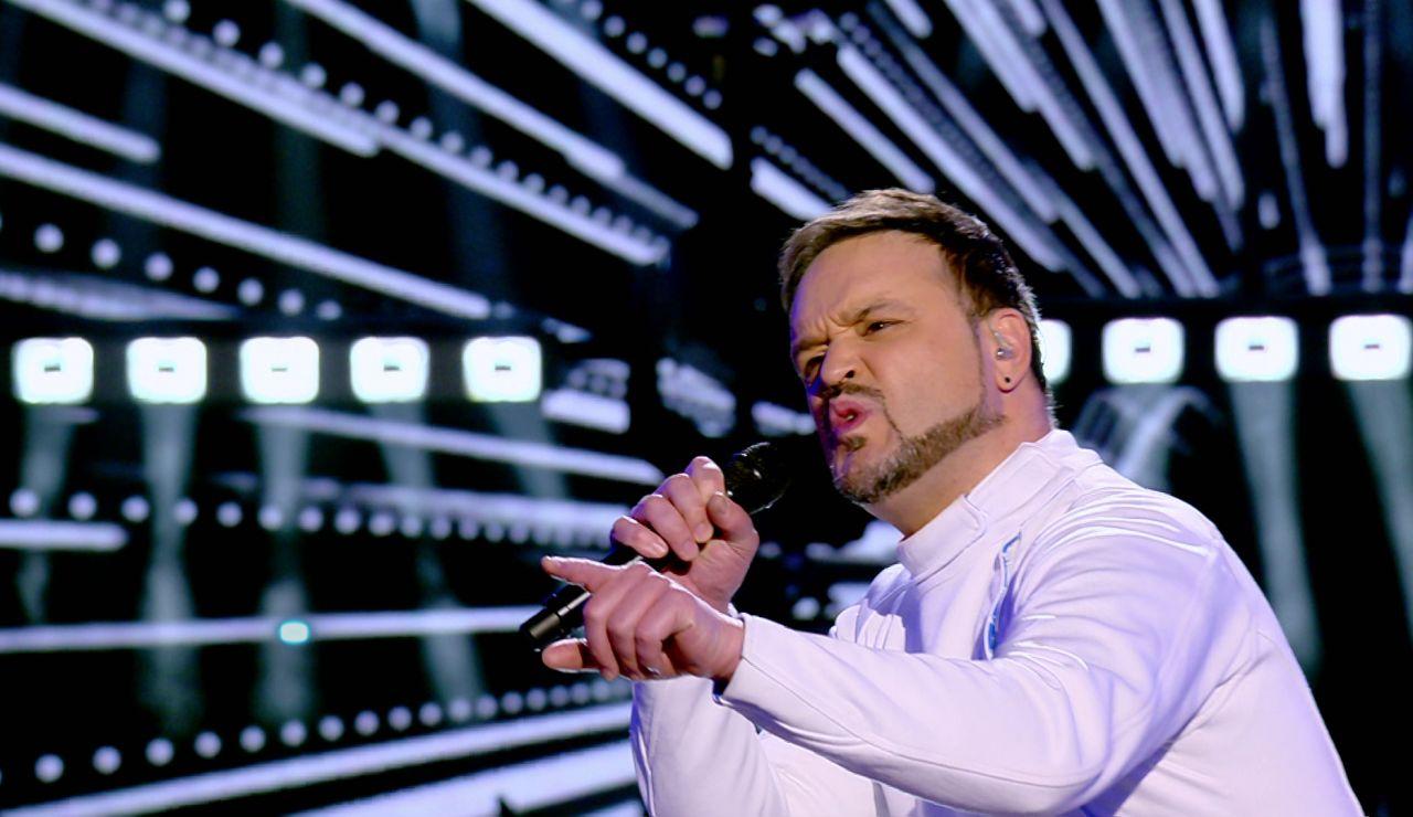 ¡Qué artistazo! Voz y espectáculo del esgrimista con un temazo de Muse