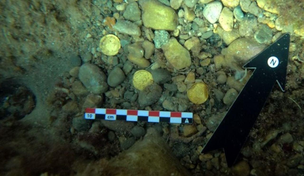 Dos amantes de la apnea descubren un tesoro romano en las aguas de Alicante