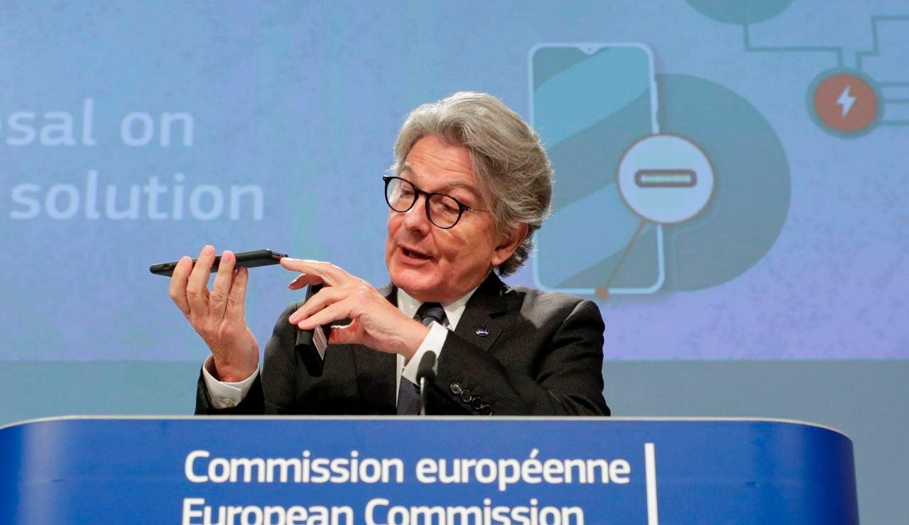 La Unión Europea propone un cargador único en contra de la postura de Apple