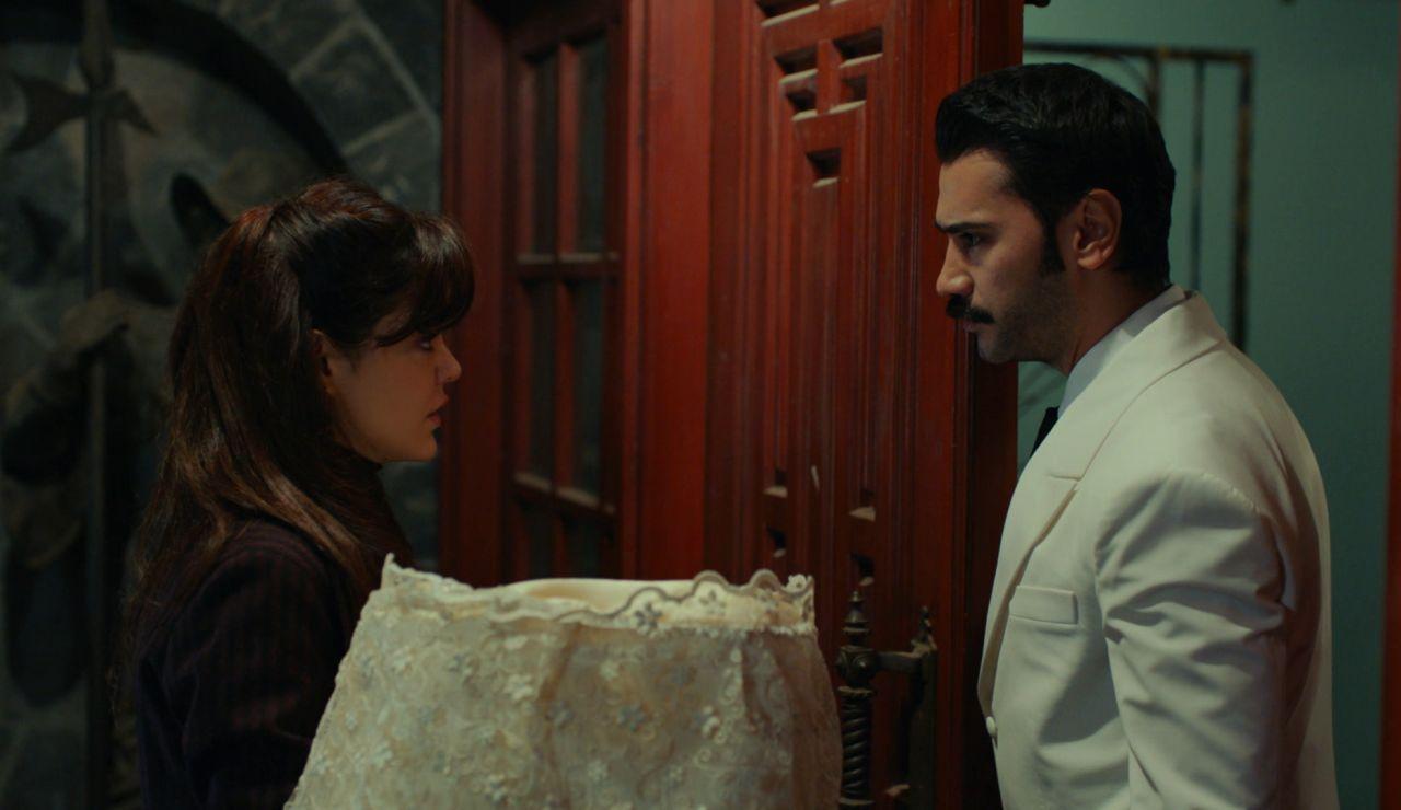 Züleyha interrumpe la fiesta de compromiso entre Yilmaz y Müjgan