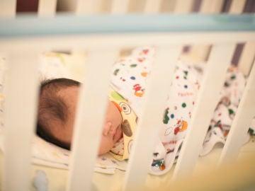 """La recomendación de los pediatras ante la llegada de la gripe: """"Hay que vacunar masivamente a los niños de entre 6 y 9 meses"""""""