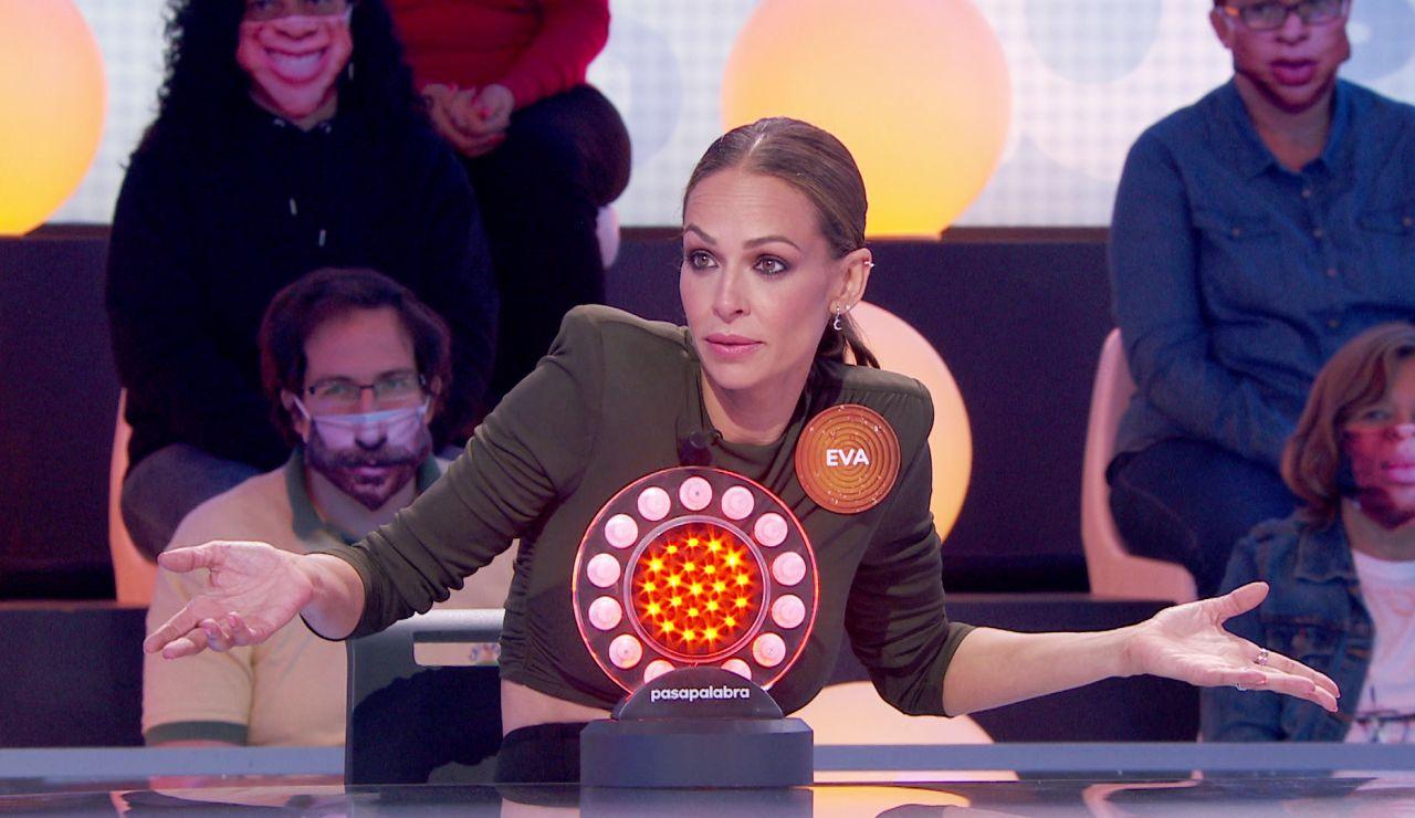 ¿Eva González juega con ventaja? Su acierto da la razón a Roberto Leal en 'La Pista'