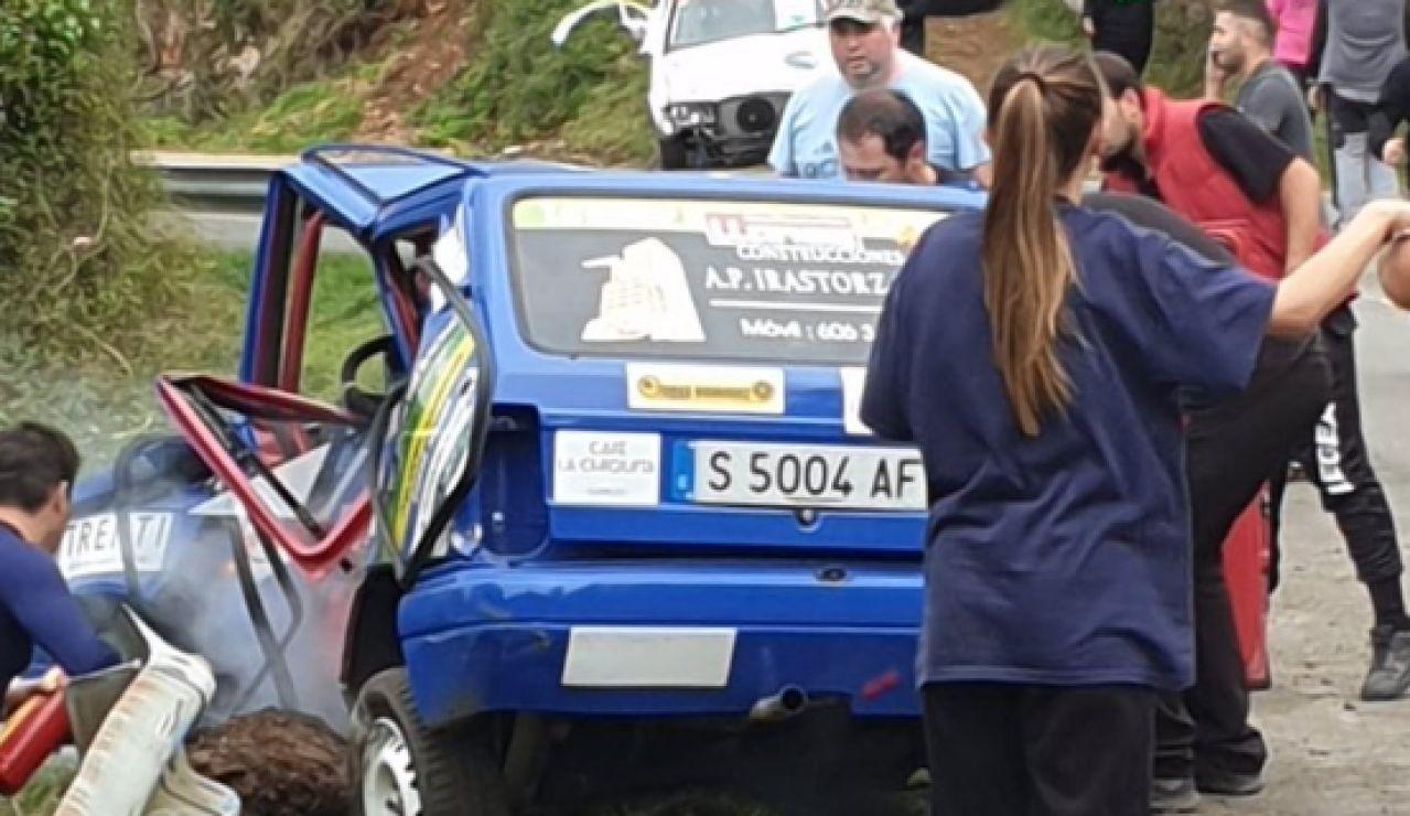 Mueren un piloto y su copiloto al chocar contra un guardarraíl en el rally Villa de Llanes