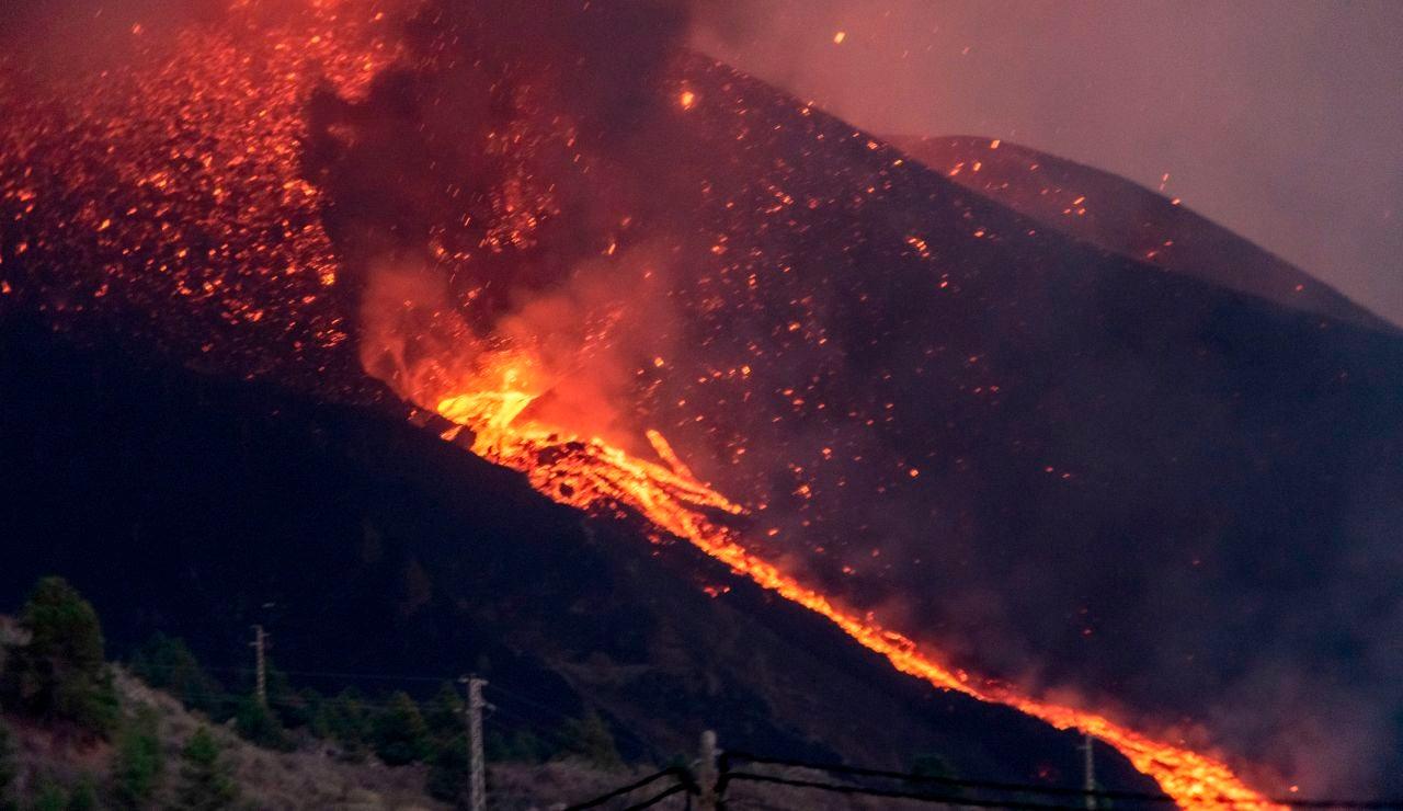 Dos nuevas bocas eruptivas de las que manan coladas de lava y una mayor explosividad