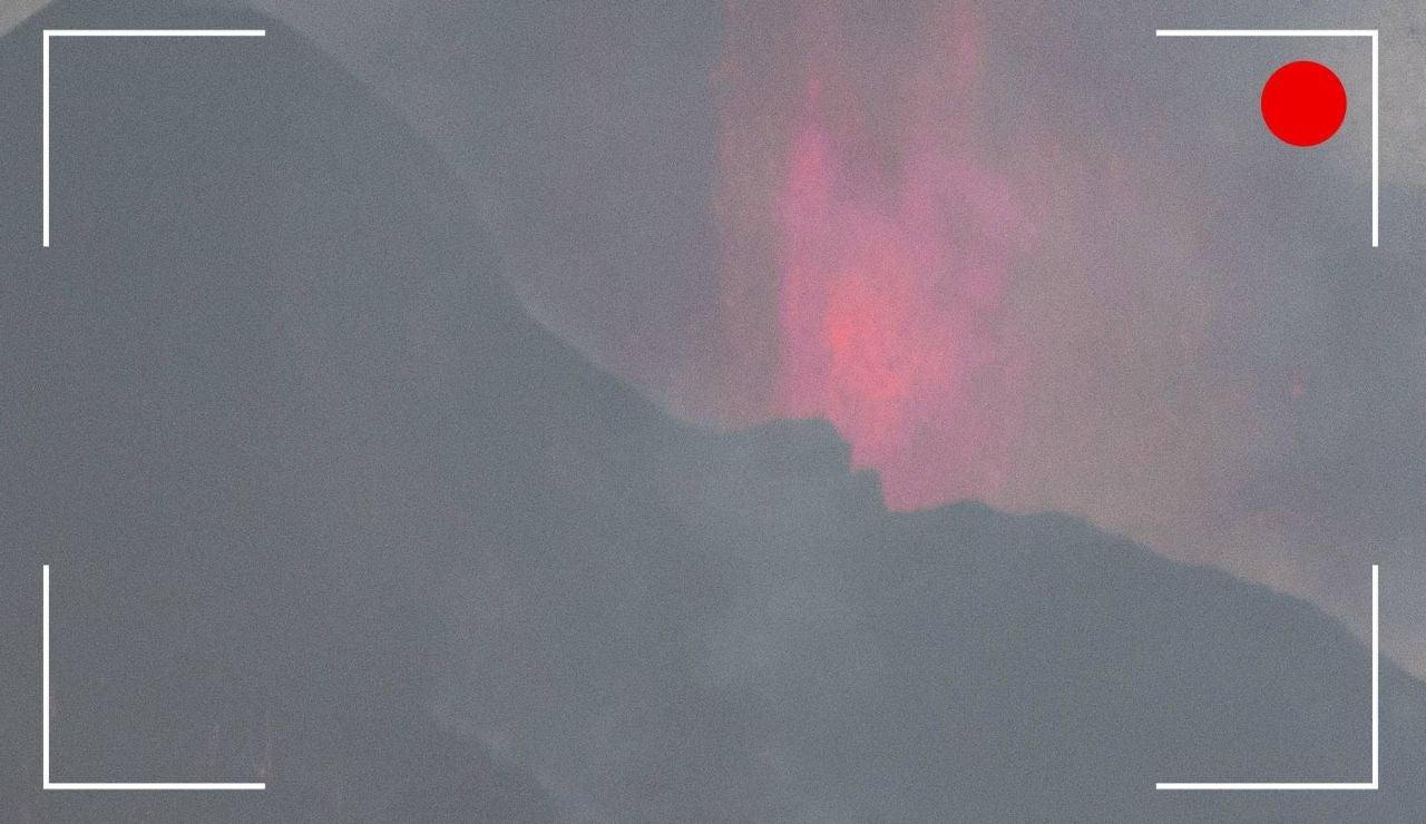 Vídeo: el avance de la lava en volcán de La Palma, streaming en directo