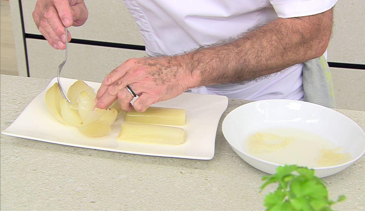 Un aperitivo ideal y económico: cebolla y puerros aliñados