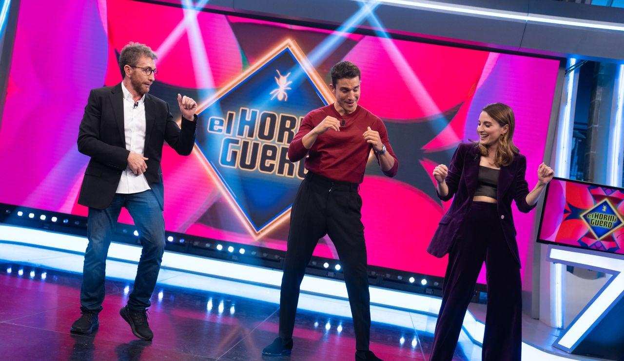 Ález González enseña a bailar Bachata
