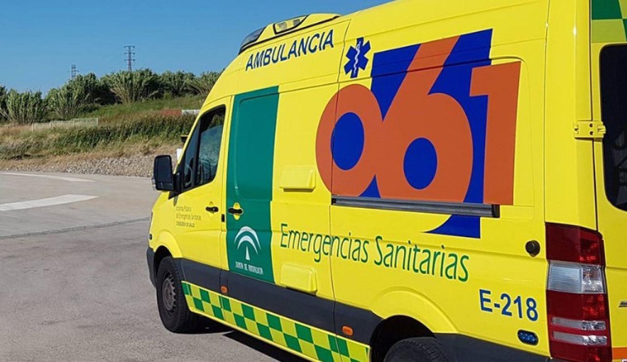 Un muerto y una herida al chocar un coche contra un peaje en Málaga