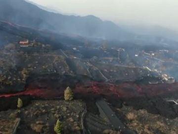 Dos coladas de lava del volcán de La Palma