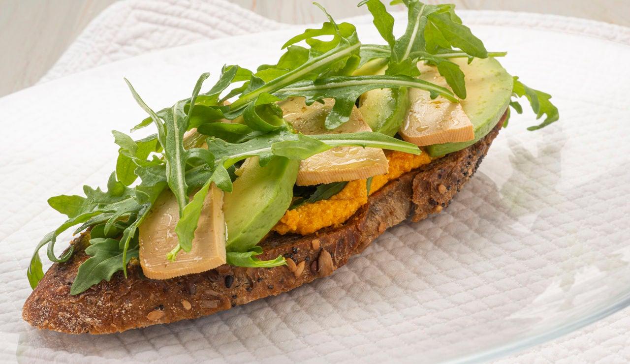 Arguiñano: receta vegana de tosta de tofu, zanahoria y aguacate