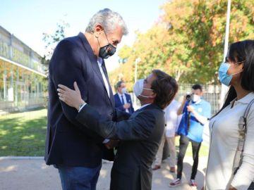 """La foto viral de José Luis Martínez-Almeida con Fernando Romay: """"Que empiecen los memes"""""""