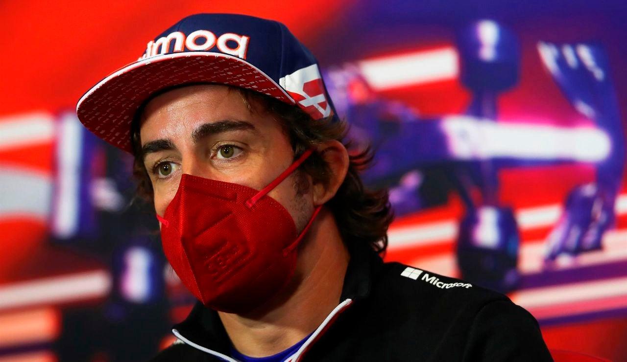 """Fernando Alonso: """"Hay reglas diferentes según el piloto"""""""