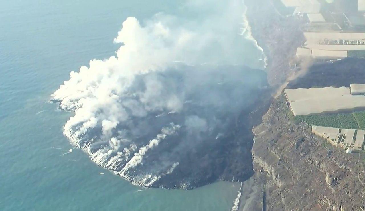 El viento empuja la nube tóxica del volcán de La Palma y empeora la calidad del aire en Los Llanos y El Paso