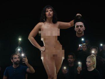 C Tangana y Nathy Peluso presentan 'Ateo', el polémico videoclip en el que aparecen los cameos de Josep Pedrerol y María Pombo