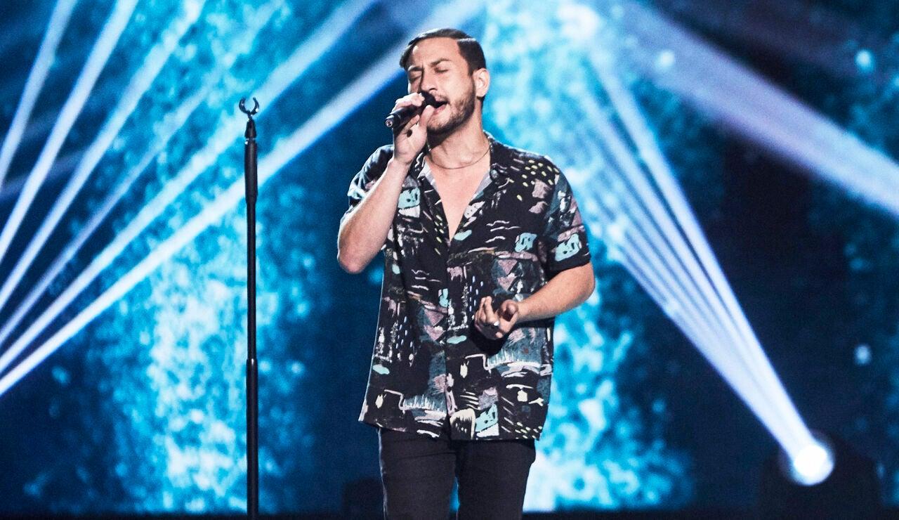 Óscar Ettedgui canta 'Back to black' en las Audiciones a ciegas de 'La Voz'