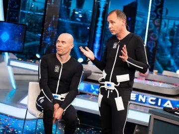 Así es el primer traje que ayuda a mejorar la movilidad de personas con trastornos neurológicos