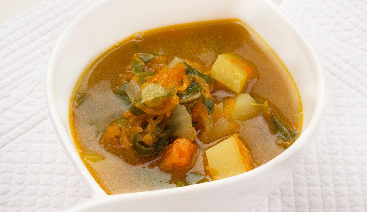 Receta barata de Karlos Arguiñano: sopa de acelgas y calabaza al curry