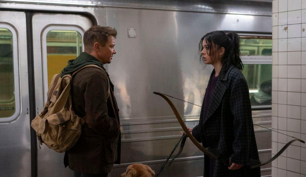 Jeremy Renner y Hailee Steinfeld en 'Hawkeye'