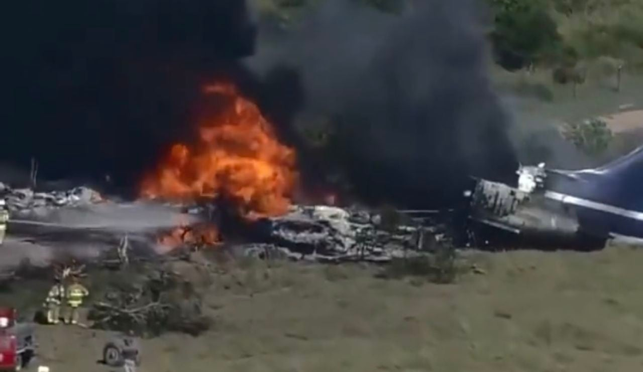 Se estrella un avión en Texas con al menos 20 personas