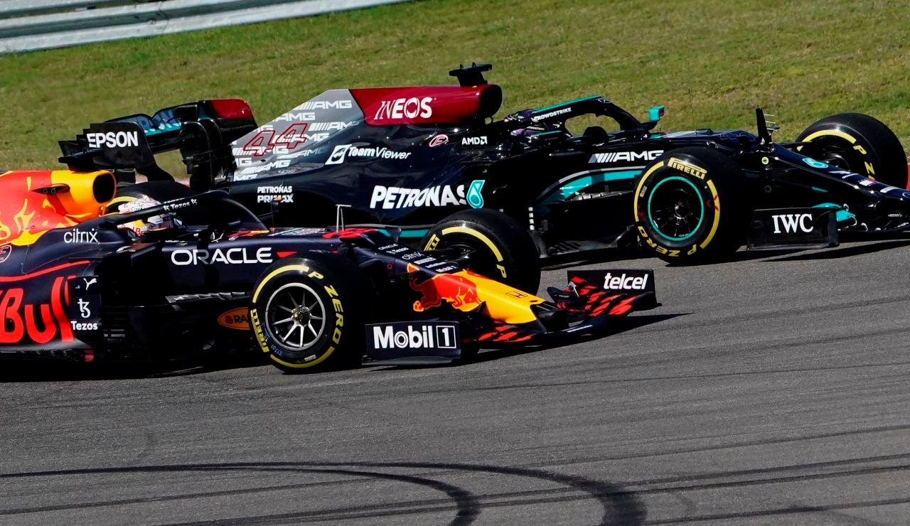 Verstappen gana a Hamilton y se afianza en el liderato