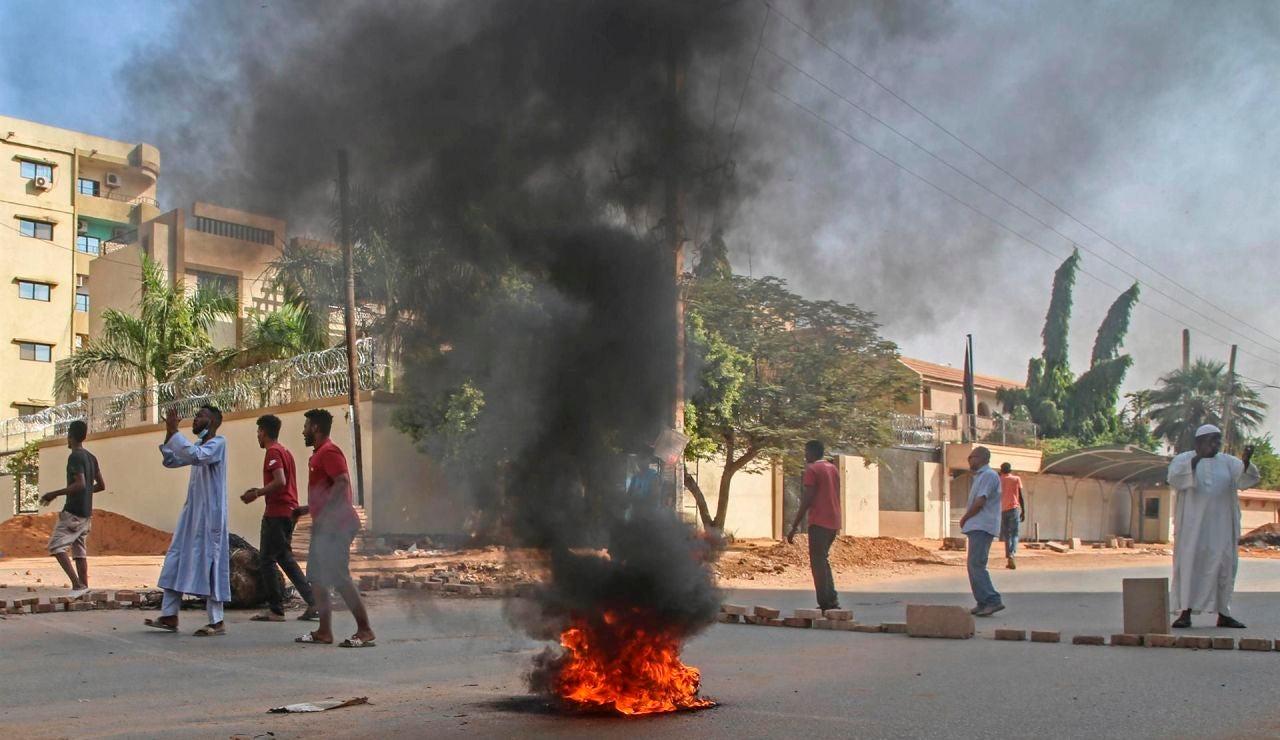 Los militares dan un golpe de Estado en Sudán y disuelven el Gobierno