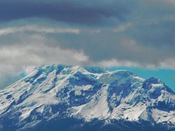 Tres muertos por una avalancha de hielo en el volcán Chimborazo en Ecuador