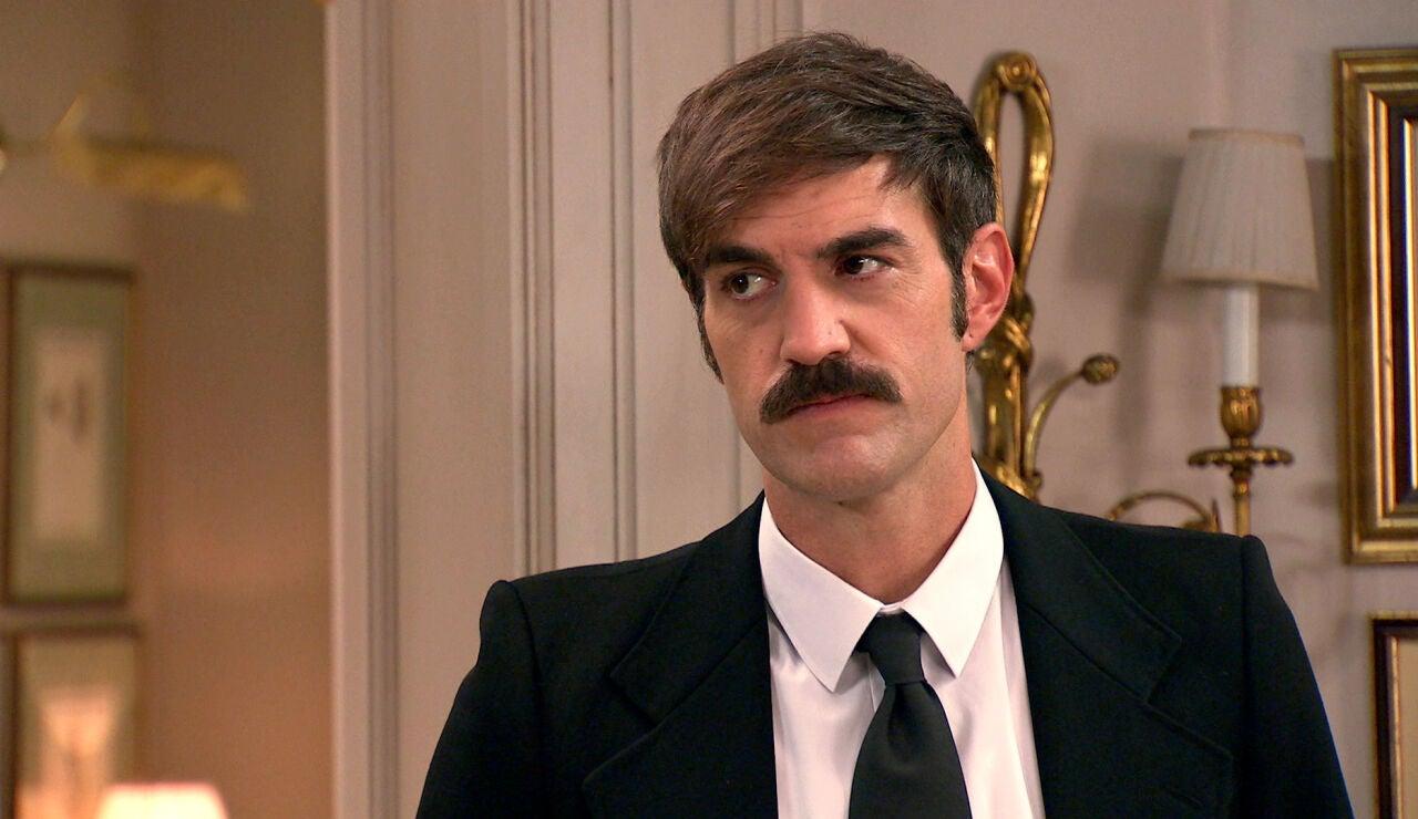Raúl se enfrenta a Uriarte ante la nerviosa mirada de Carmen, ¿descubrirá que es su padre?