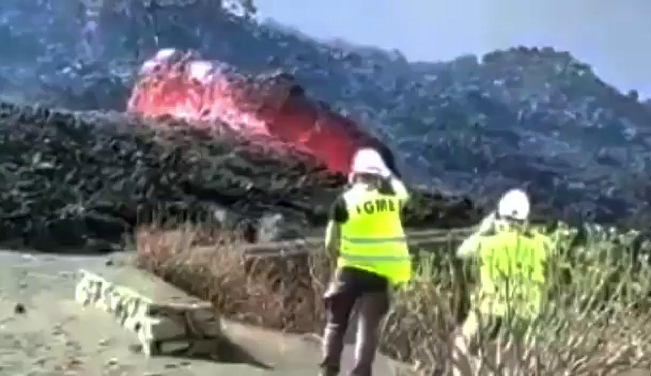 Las impresionantes imágenes del volcán de La Palma moviendo grandes bloques de piedra