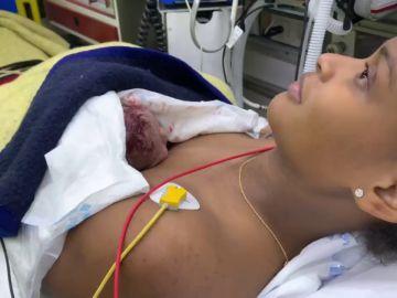 Una mujer de 26 años da a luz de camino al hospital con la ayuda de dos policías en Vallecas