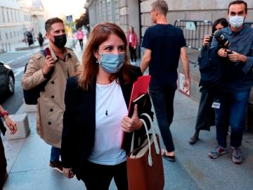 Adriana Lastra a su llegada a la reunión por la reforma laboral