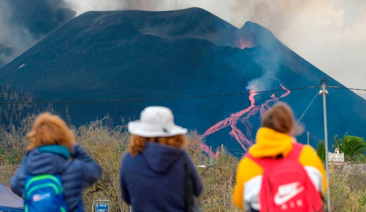Cómo ha cambiado el aspecto del volcán de La Palma tras la rotura del cono interno