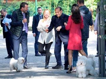 Silvio Berlusconi vuelve al terreno de juego político tras 8 meses fuera de Roma