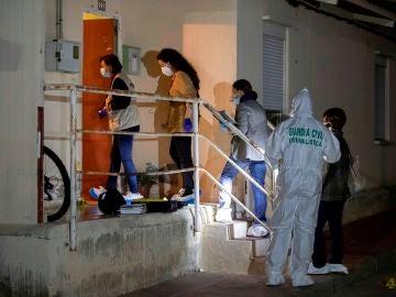La guardia civil entra en la vivienda de Campos del Río
