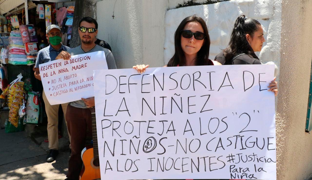 El caso de una menor violada y embarazada por su abuelastro genera protestas y debate en Bolivia