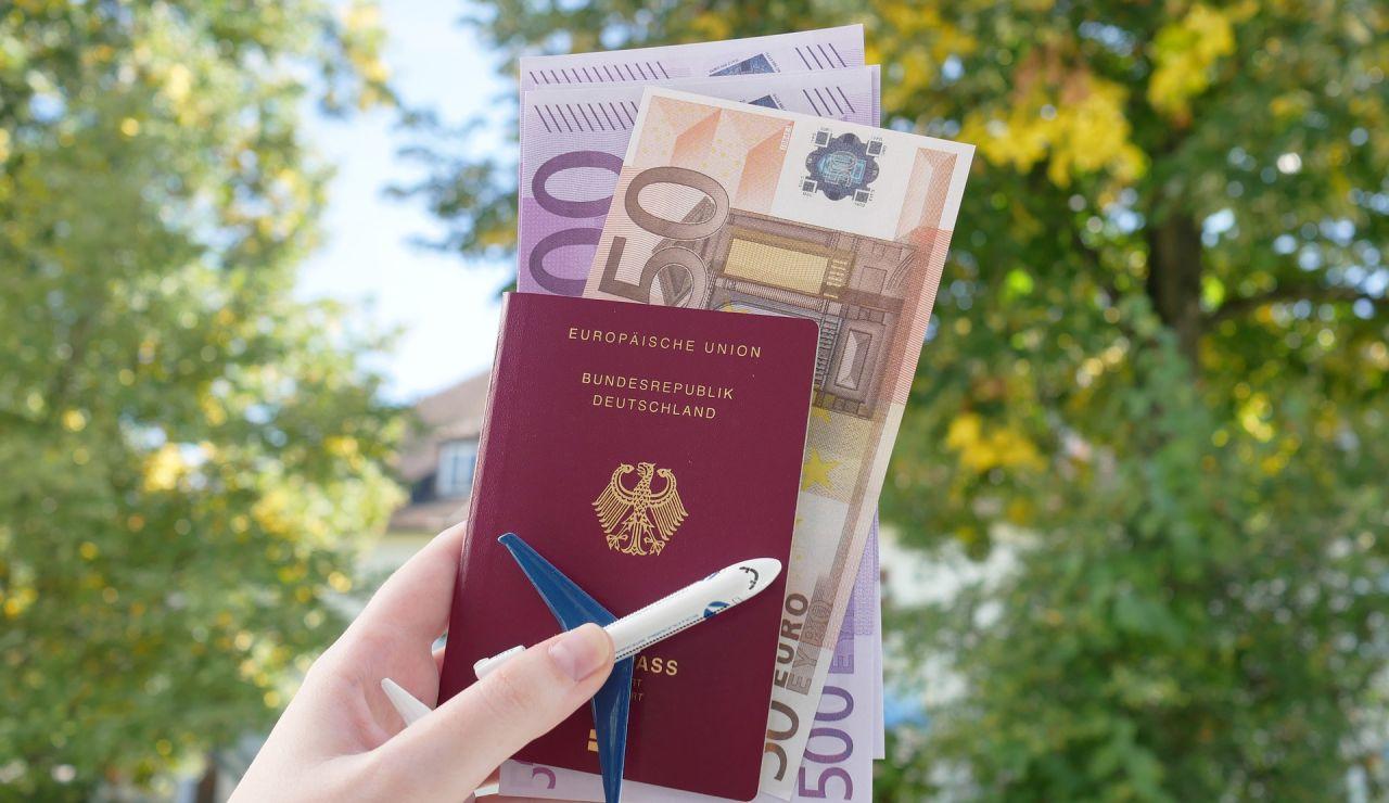 El sorprendente regalo de una jefa a los trabajadores: 2 billetes de avión en primera clase y más de 8.000 euros